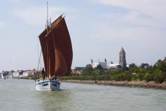 Jeanne J., en navigation dans le port de Noirmoutier